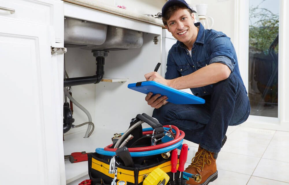 https://www.superiorplumbinganddrains.com/wp-content/uploads/2020/03/superior-plumbing-and-drains-when-should-you-hire-a-plumber-1000x640.jpg